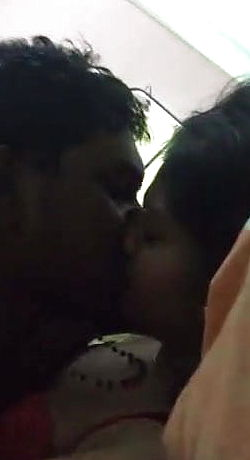 South Indian female smooching and suck off bf039;s pink cigar