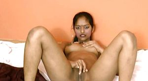Divya flashes her wide-opened Indian poon