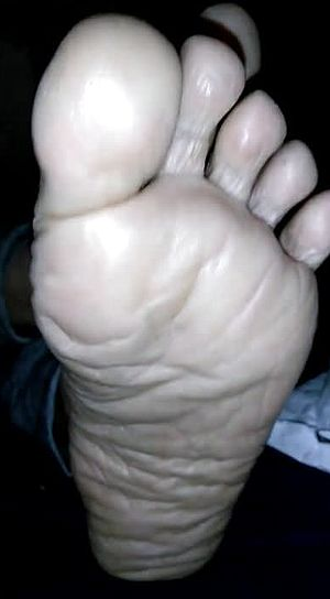 Handsome Plumper naked soles and feet